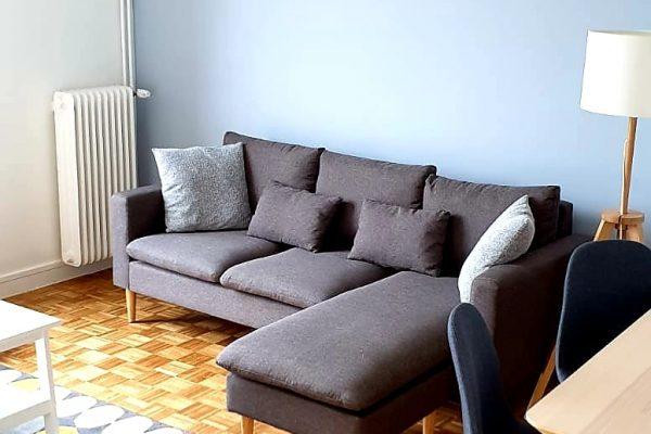Salon avec canapé d'un investisseur